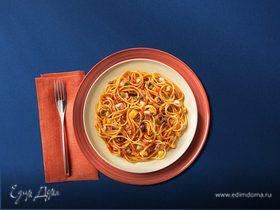 Спагетти с соусом путтанеска и рыбой