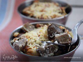 Говяжий язык с белыми грибами в сметанно-ореховом соусе