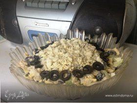 Салат с оливками и огурцом