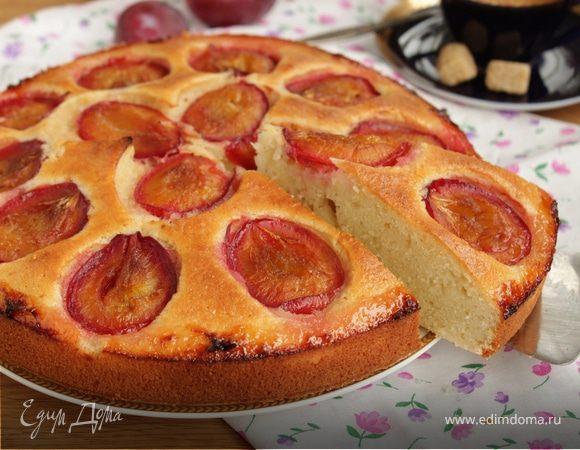 Миндальный пирог со сливой