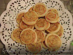 Слоёные рулетики с горчицей, ветчиной и сыром