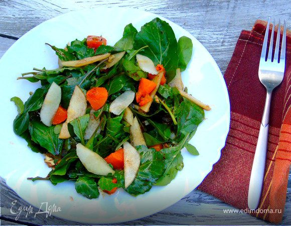 Теплый салат с тыквой и грушей