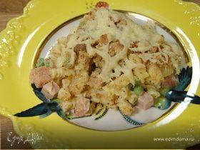 Запеканка из макарон с ветчиной, зеленым горошком и горчицей