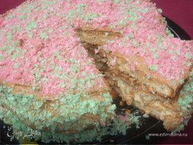 Бисквитный торт с кремом из халвы и вафельной посыпкой
