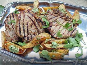 Свинина с пряным картофелем и зеленым соусом