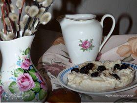 Овсяная каша с вишневыми ягодами и молоком