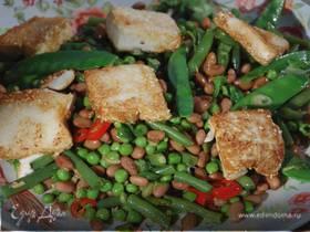 Салат из фасоли с жареным тофу