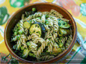 Салат с пастой и зелеными овощами