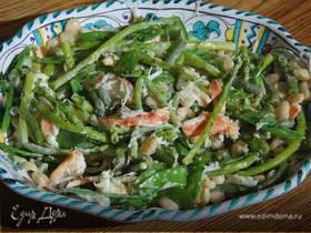 Салат с крабами, белой фасолью и спаржей