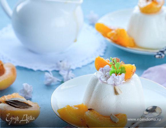 Сливочная панна котта с абрикосами в легком сиропе с миндалем