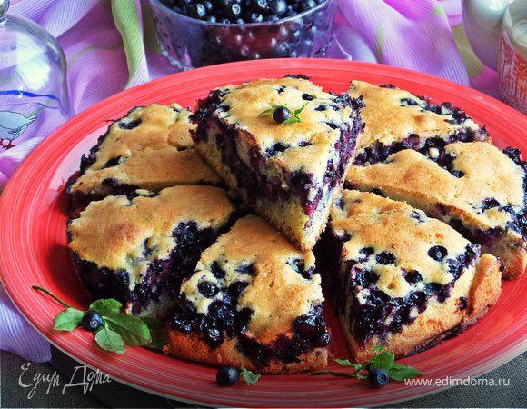 Пирог бисквитный с черникой
