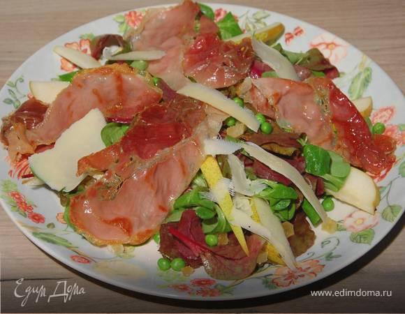 Салат с ветчиной, грушей и имбирем