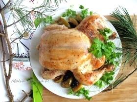 Курица, фаршированная орехами, черносливом и яблоком