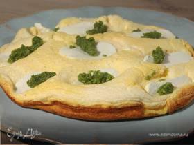 Бисквитный омлет с козьим сыром и розмариновым песто