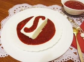 Творожный десерт с земляничным соусом