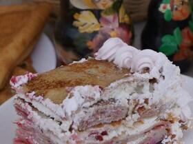 Блинный торт с творожным кремом и клюквой