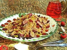 Кускус с колбасками и изюмом