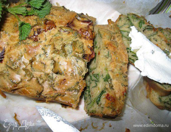 Весенний пирог с крапивой и вялеными томатами