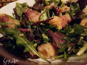 Салат с сыром в беконе