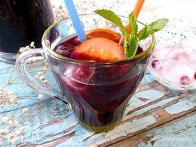 Черничный холодный чай с мятой и базиликом