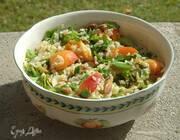 Рисовый салат с абрикосами, щавелем и фисташками