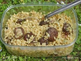 Салат из пшеницы с грибами