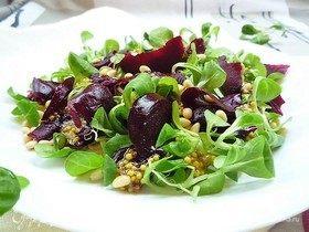 Сашими из свеклы с салатом корн и горчичной заправкой