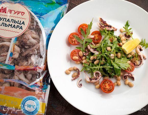 Салат со щупальцами кальмара и белой фасолью