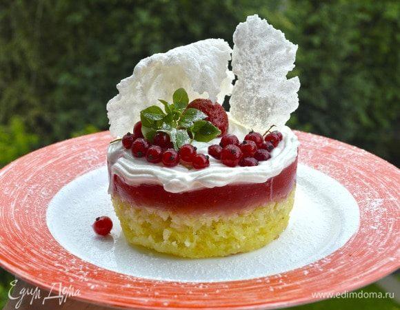 Рисовый пудинг с ягодами, желе и чипсами
