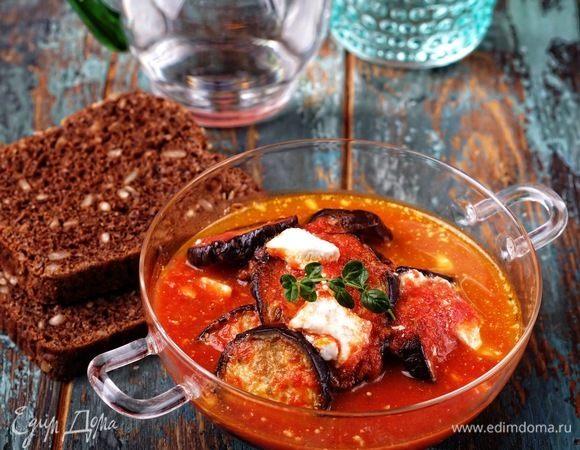 Томатный «суп» с баклажанами, моцареллой и фетой