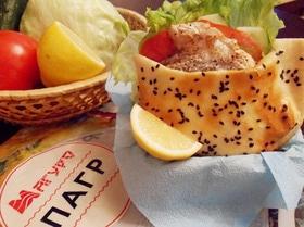 Балык экмек (лепешка с рыбой и овощами)