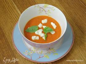 Суп из запеченных помидоров с козьим сыром и базиликом