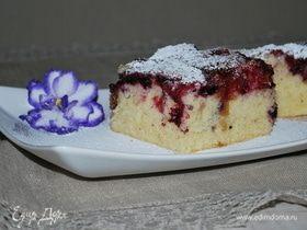 Пирог с жимолостью и вишней