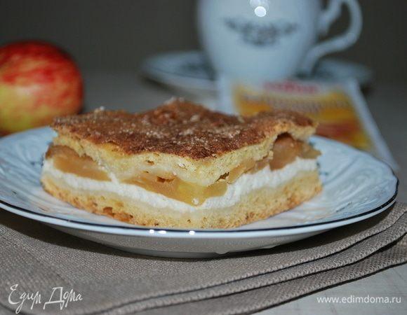 Пирог с творогом, яблоками и корицей