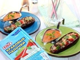 Запеченный баклажан с начинкой и соусом