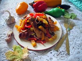 Теплый салат с куриной грудкой и овощами-гриль