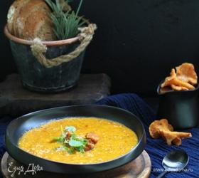 Тыквенный крем-суп с сыром и лисичками