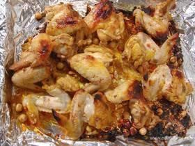 Куриные крылышки, запеченные с медом и орехами