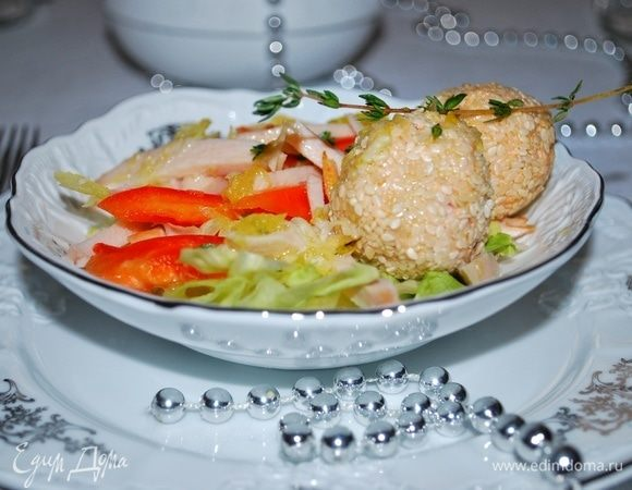 Салат с апельсиновым соусом и сливочным сыром