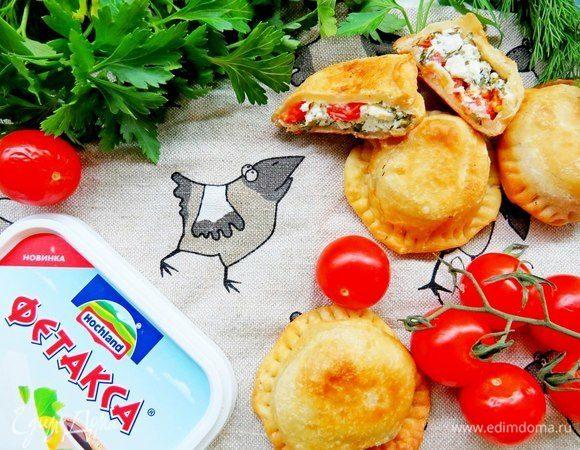 Пирожки-бомбочки с фетой, помидорами и зеленью