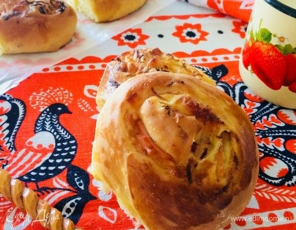 Закусочные булочки с ветчиной, капустой и грушей