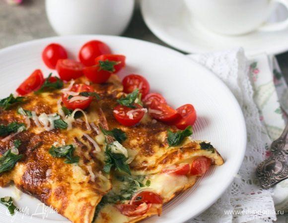 Омлет с помидорами, сыром и зеленью