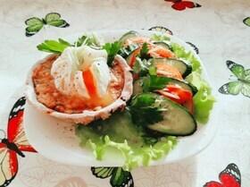 Ржаные тарталетки с паштетом из тунца и яйцом пашот