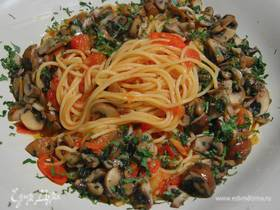 Острые спагетти с чесноком и грибами