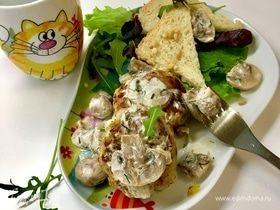 Котлеты из щуки со сливочно-грибным соусом
