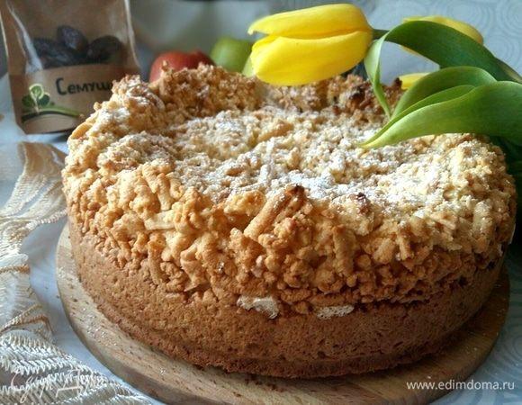 Пирог с финиками и воздушными белками