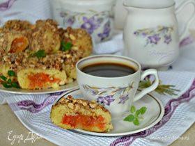 Картофельные кнедли с курагой и ореховой посыпкой