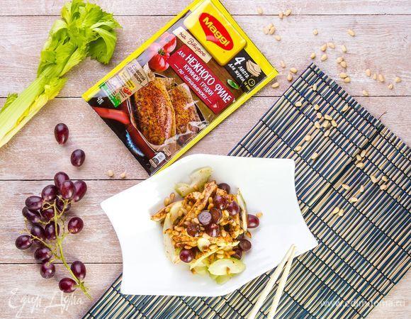 Салат с курицей, виноградом и орехами