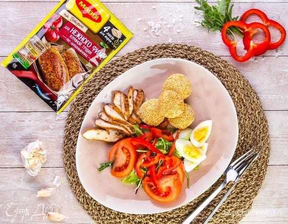 Салат с куриной грудкой и сырными шариками