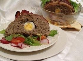 Мясная запеканка с яйцом и беконом